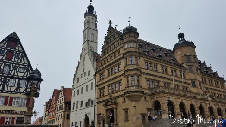 Rothenburg-Marktplatz-Rathaus