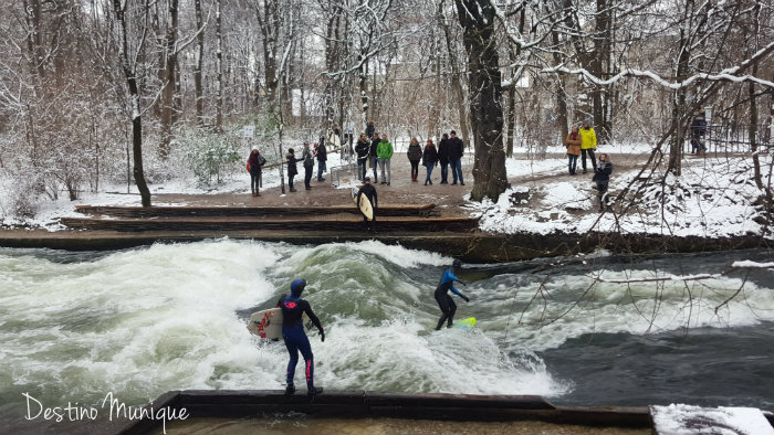inverno-munique-eisbach-surf
